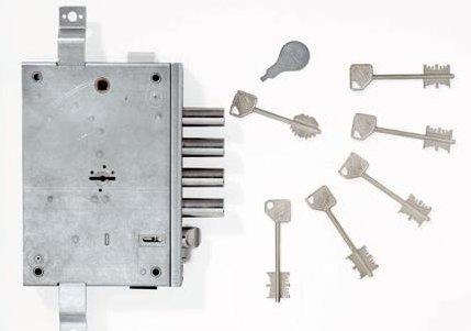 ¿Qué cerraduras son las que menos recomiendan los cerrajeros instalar en las puertas principales del hogar?
