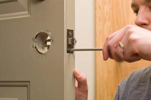¿Por qué cambiar cerraduras cuando nos mudamos?
