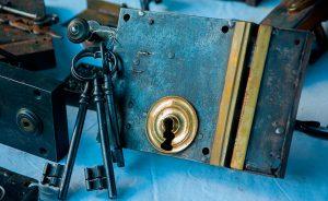 ¿Qué labores realizan los cerrajeros de urgencias?
